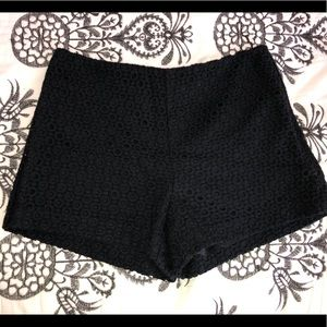 🌸Banana Republic black lace/eyelet shorts🌸